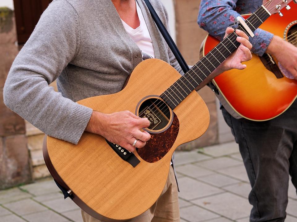 アコギは初心者にもおすすめのギター