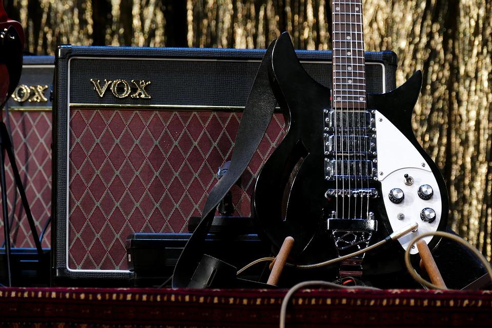 エレキギターの入門セットは初心者におすすめ!最初にそろえる道具