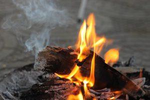 焚き火の臭い