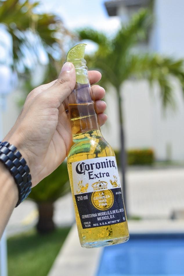 コロナビールを知る!美味しい飲み方とは?