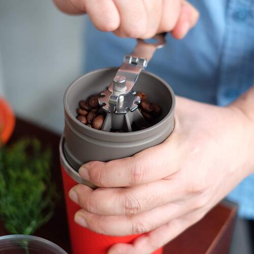 アウトドア用のコーヒーミル