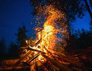 焚き火シートのおすすめ!キャンプ場ではスパッタシートが便利