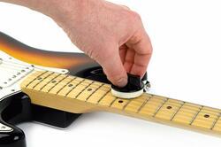 弦のクリーナーと潤滑剤