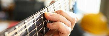 手が小さくてもギターは弾ける
